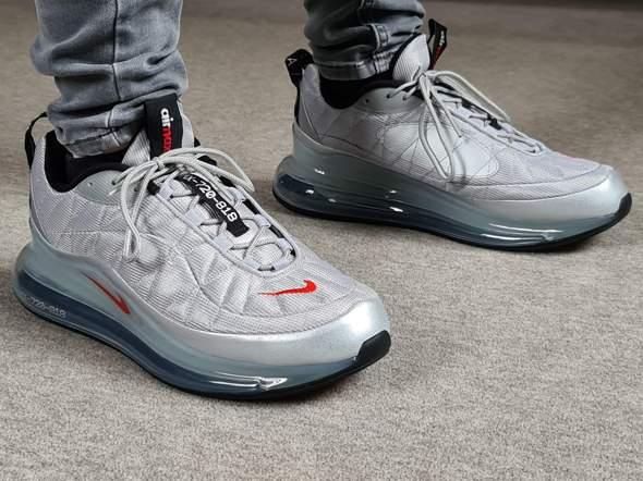 Sehen diese Nike Schuhe bei mir wie kleine Kindersärge aus?