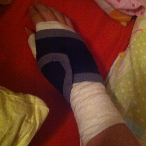 Meine Bandage  um das ganze etwas zu stützen oder so  - (Schmerzen, Sehnenscheidenentzündung)