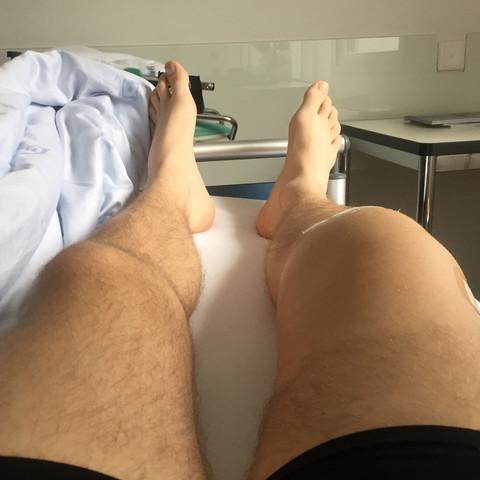 Das war zwei Tage nach der OP im Krankenhaus. - (Meniskus, Kreuzband, starke schmerzen)