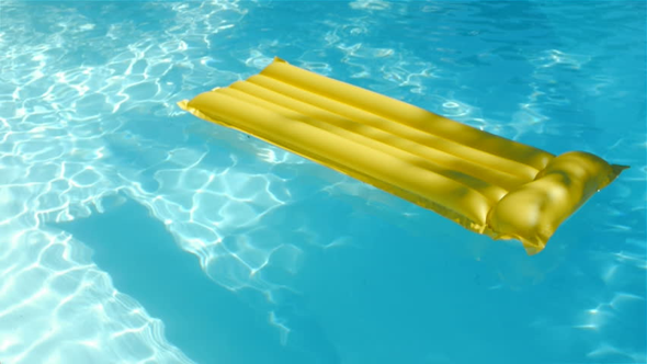 Seid ihr Freunde/Freundinnen davon bspw. im Urlaub auf dem Wasser auf einer Luftmatratze zu treiben, paddeln oder sonst wie Zeit zu verbringen :)?