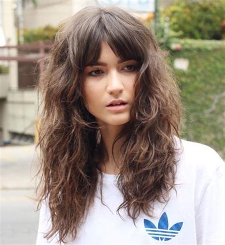 Shag frisur bei lockigen Haaren?