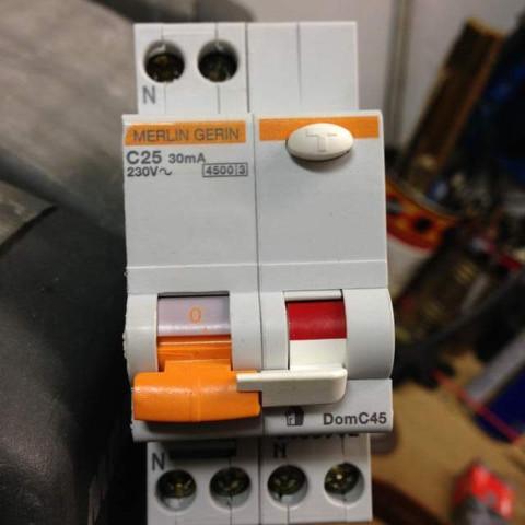 Sicherungsschalter  - (Elektrik, Elektrotechnik, Sicherung)