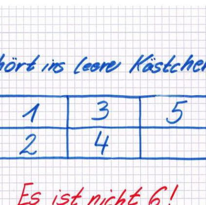 Was gehört ins leere Kästchen ?🤔🤔 es ist nicht 6 😕  LG Chiara  - (Mathe, Rätsel, denken)