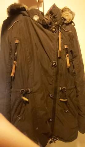 Sieht diese Jacke von Naketano mit Fell an einem Mann okay aus?