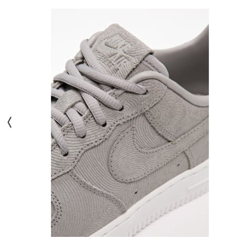 - (Schuhe, Nike, Sneaker)