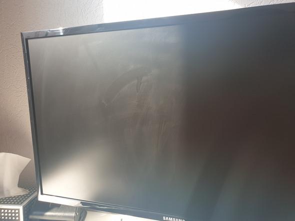 Sind das Kratzer auf meinem Monitor?