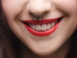 - (Piercing, Nasenpiercing)