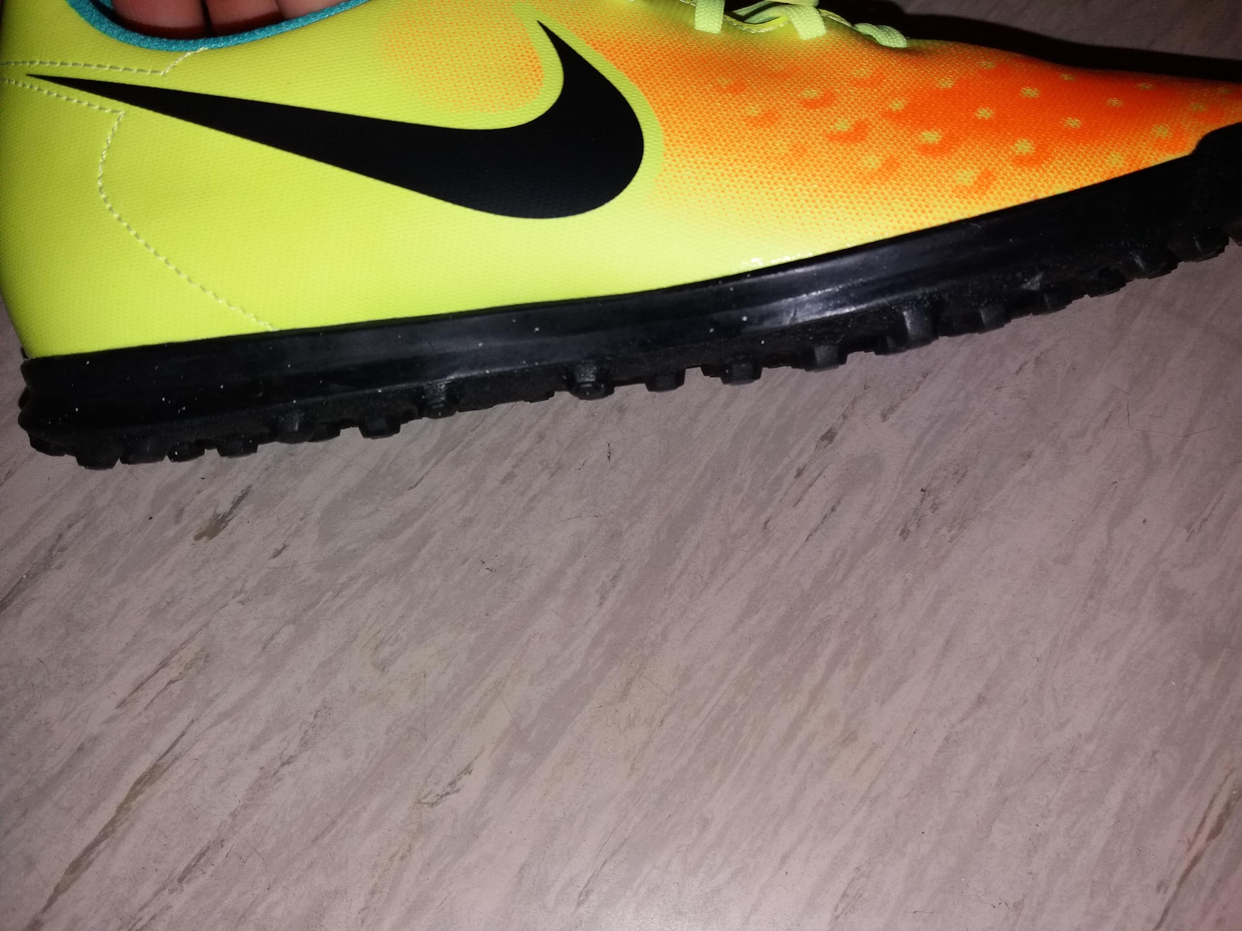 Sind die Schuhe für die Turnhalle geeignet? (Fußball