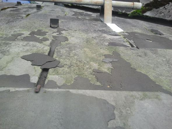 sind diese asbest eternittplatten gef hrlich verwittert haus gefahr dach. Black Bedroom Furniture Sets. Home Design Ideas