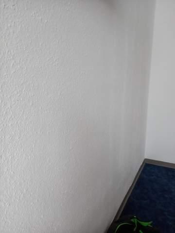 Sind diese Streifen an der Wand normal?