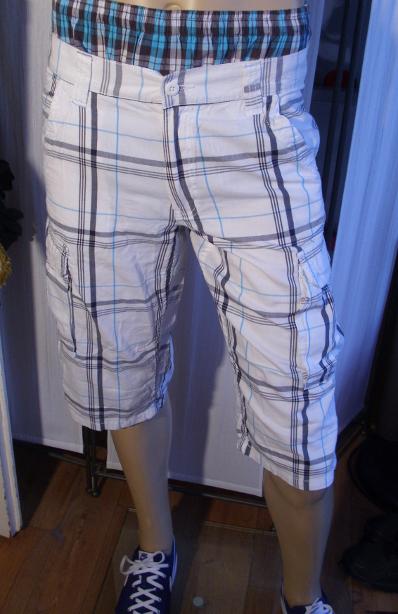 sind karierte bermudas shorts noch modern jungs mode jugendliche. Black Bedroom Furniture Sets. Home Design Ideas