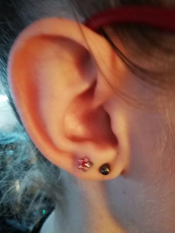 An 2 beiden ohren ohrringe Ohren durchbohren