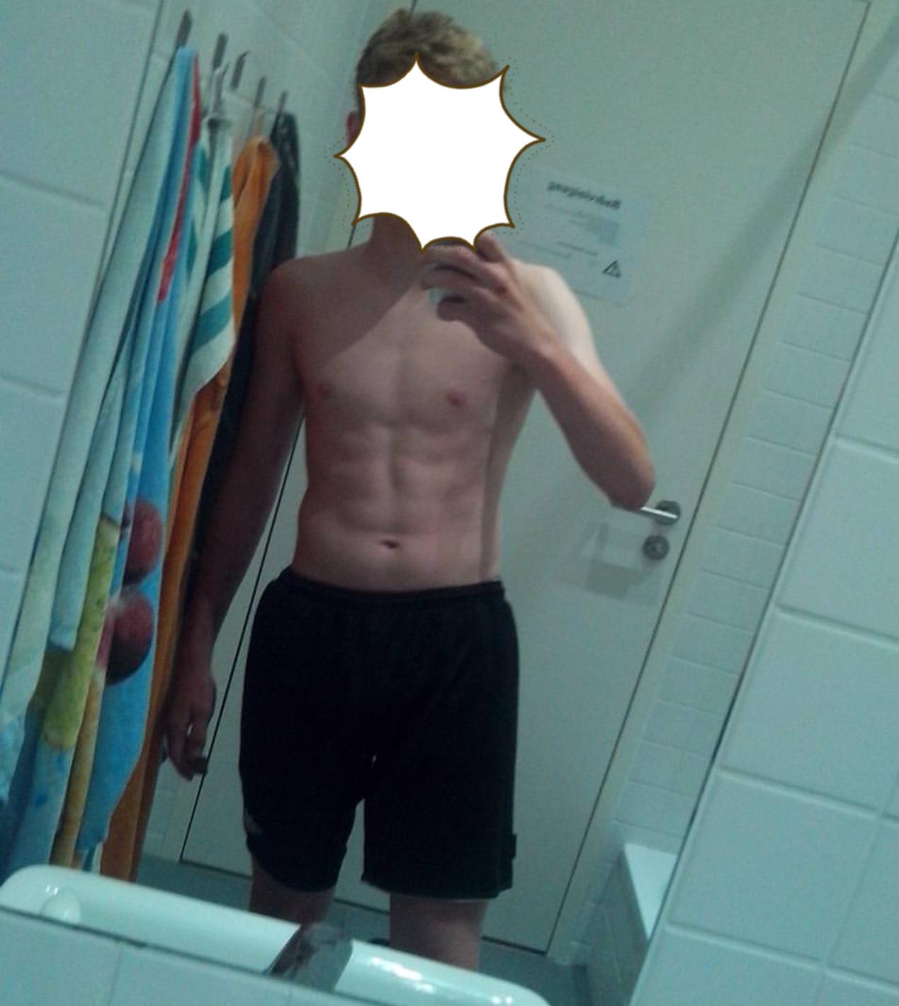 Jungs Sixpack / Für mein Alter zu viel Muskeln? (Mädchen