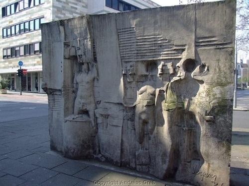 dies ist die skulptur : ) - (Kunst, Köln, Künstler)
