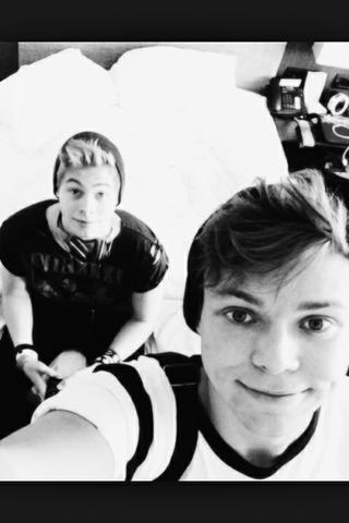 Luke und Ashton - (Snapchat, One Direction, Louis)