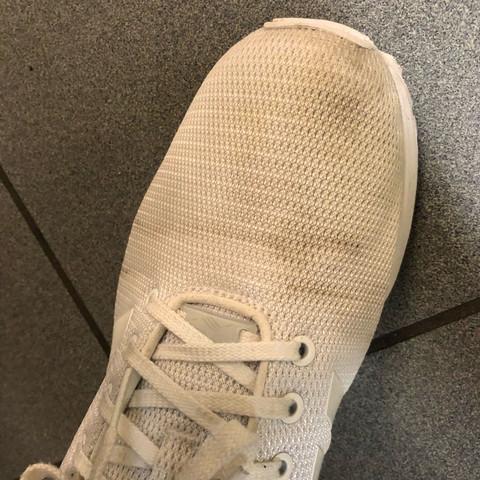 ......... - (Kleidung, Schuhe, Haushalt)