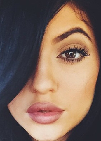 Kylie Jenner - (Lippe, Volle lippen)