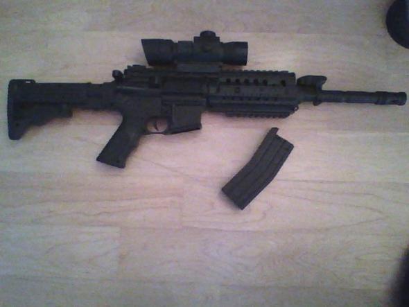 Die Waffe - (Softair, Magazin, Stecker)