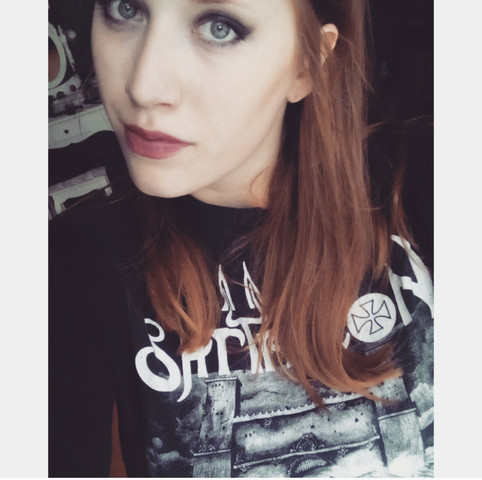 - (Haare, Haarfarbe, Dreads)