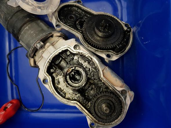 Sollte ich dieses Getriebe reinigen und neu fetten?