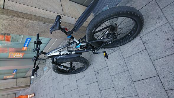 - (Auto und Motorrad, Downhill, Fully)