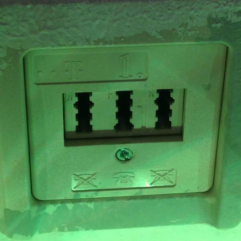 Telefondose (oben) habe das DSL Kabel im mittleren angeschlossen  - (Internet, Router, Telekom)