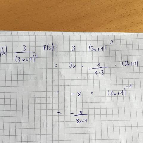 Könnte mir jemand sagen ob das die richtige stammfunktion von f ist  Danke :)  - (Mathematik, Integral, Stammfunktion)