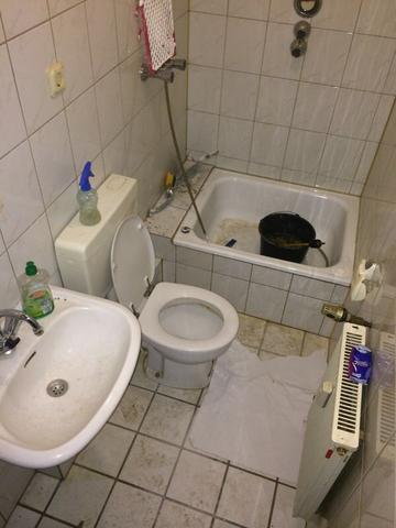 Stark verschmutztes Bad reinigen (Reinigung, Badezimmer)