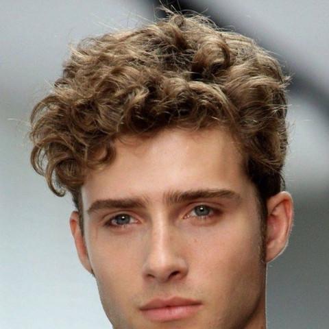 Starke Locken Ohne Dauerwelle Männer Frisur Friseur