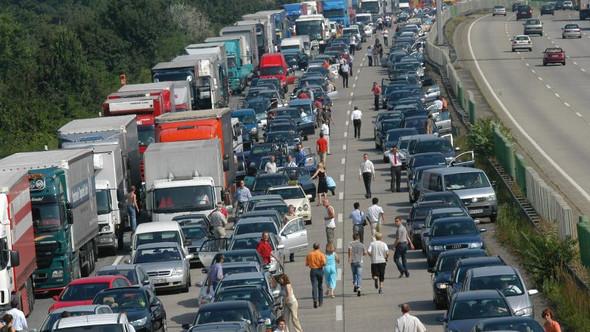 - (Straßenverkehr, Autobahn, Stau)
