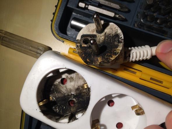 Angeschmorter 3er Verteiler und Stecker des nächsten Verteilers  - (Technik, Technologie, Haushalt)