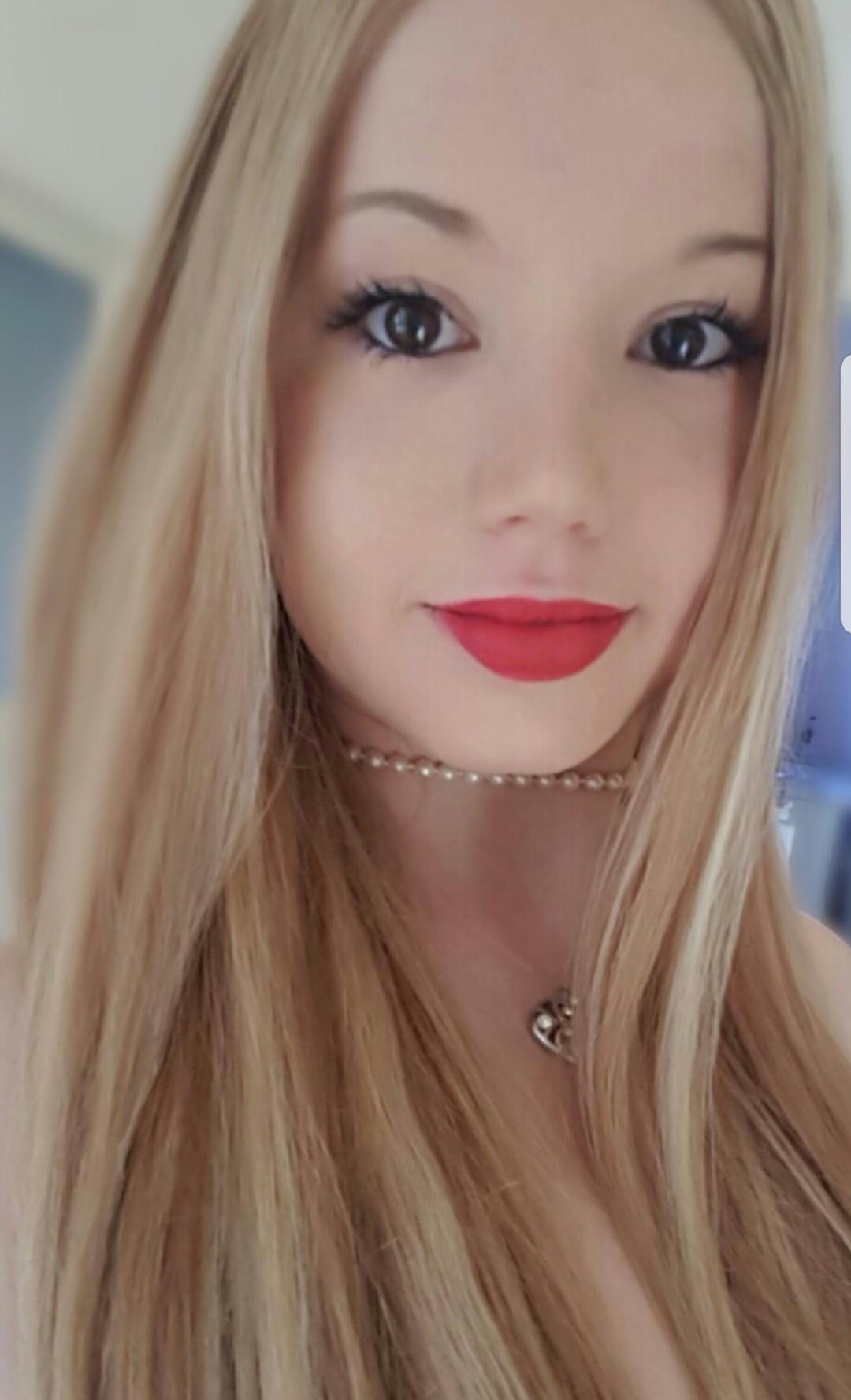 Blonde Asiatin