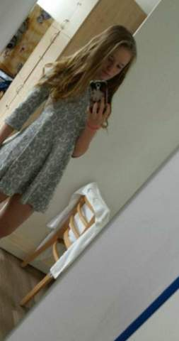 - (Kleidung, Klamotten, Kleid)