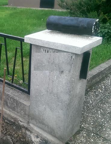 Betonpfosten - (Beton, Mauer, Grundstückseinfriedung)