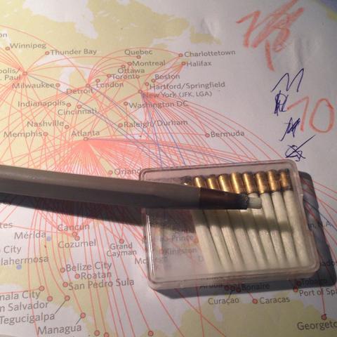 Ich bin mir nicht so ganz sicher was man mit dem Stift machen soll. - (Kunst, zeichnen, Künstler)