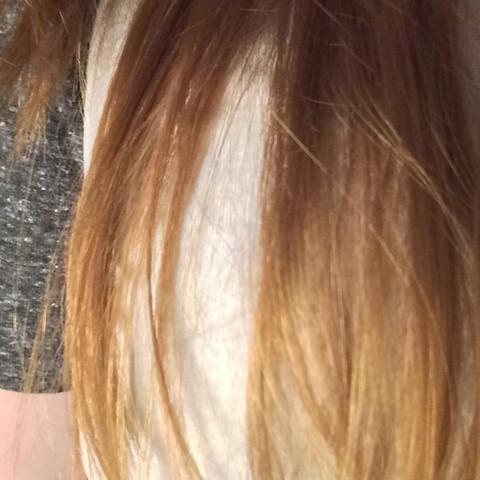 Man sieht es nicht so gut aber ich denke man erkennt was gemeint ist - (Haare, strähnig)
