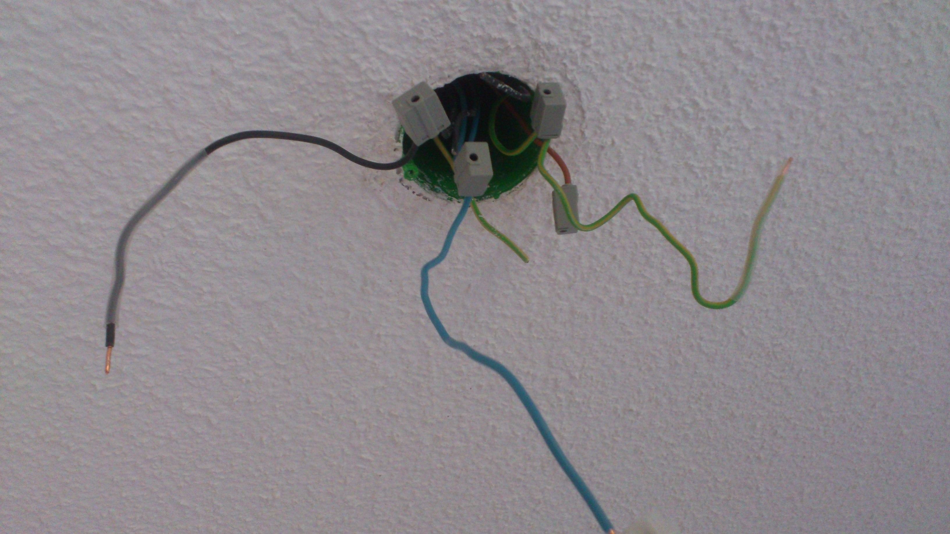 strom auf schutzleiter elektronik licht. Black Bedroom Furniture Sets. Home Design Ideas