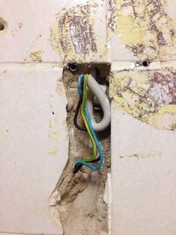 Stromleitung im Badezimmer isolieren (Strom)