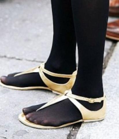 Strumpfhose und Sandalen tragbar?