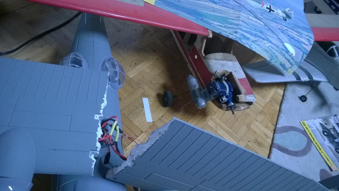 styropor kleben modellflugzeug flugzeug modellbau. Black Bedroom Furniture Sets. Home Design Ideas