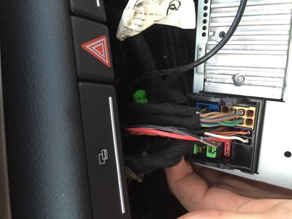 Subwoofer Einbau Hilfe Wo muss ich den adapter für chinch kabel anstecken? Auto= audi a4 8e Radio= Bns 5.0?