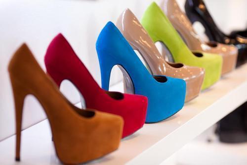 die beigen hier :) so sollten sie ungefähr aussehen ! - (Schuhe, Online-Shop, High-Heels)