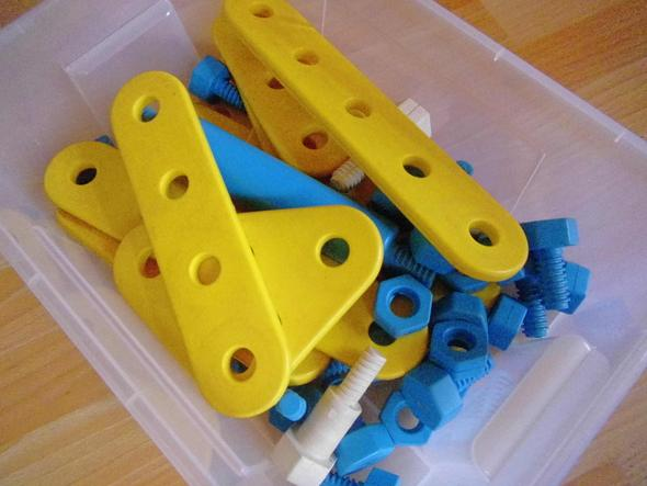 mein Kellerfund - (Spielzeug, Plastik, Schrauben)