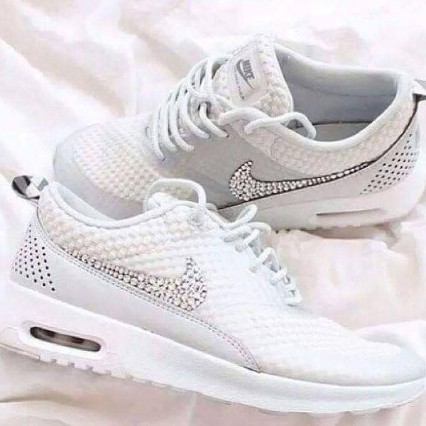 sports shoes 30d85 255cf Suche diese Nike Schuhe mit den Steinchen im Nike logo