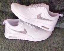 Weiß jemand wo es diese Schuhe gibt? Suche sie verzweifelt 😢 - (Schuhe, Nike)