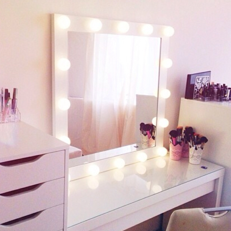 suche diesen spiegel mit lampen kaufen wohnen lampe. Black Bedroom Furniture Sets. Home Design Ideas