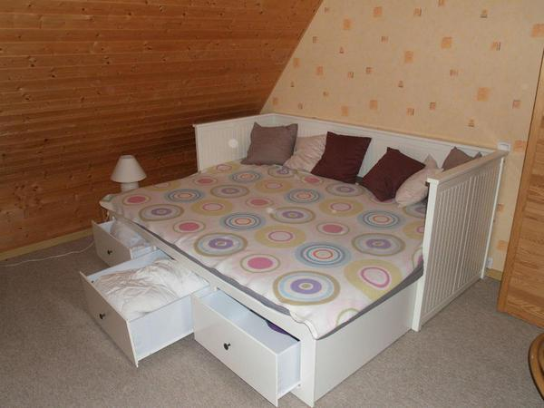 suche ein bett das ausziehbar ist zum doppelbett m bel ikea schlafzimmer. Black Bedroom Furniture Sets. Home Design Ideas