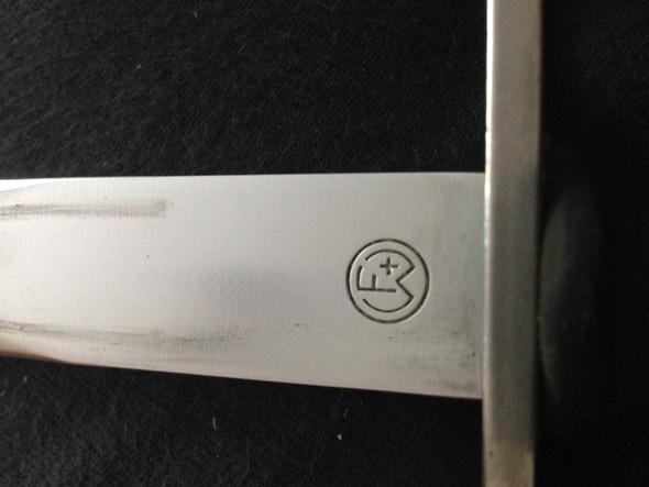 Dieses Zeichen  - (Zeichen, Messerhersteller)