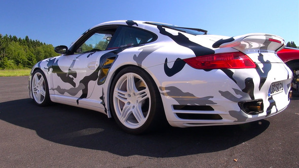 supersportwagen in camouflage folieren kosten auto auto. Black Bedroom Furniture Sets. Home Design Ideas