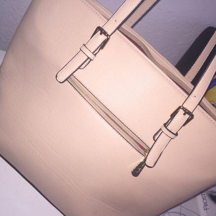 So ähnliche Taschen meine ich - (Internet, Mädchen, Mode)